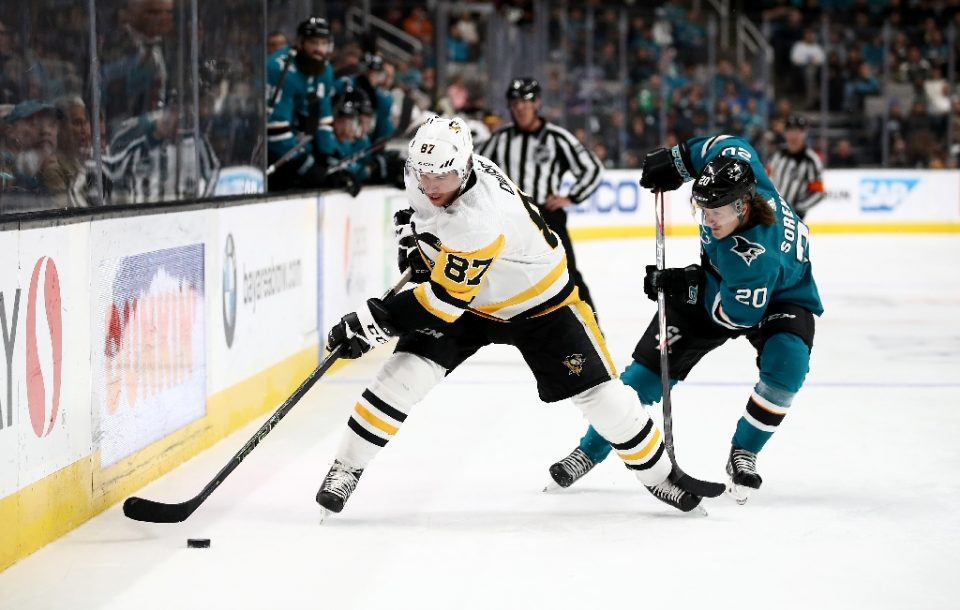 Pittsburgh Penguins superstar Sidney Crosby, left, says it is heartwarming to see people following the advice of medical experts by self isolating in their homes during the coronavirus epidemic - EZRA SHAW / ©AFP