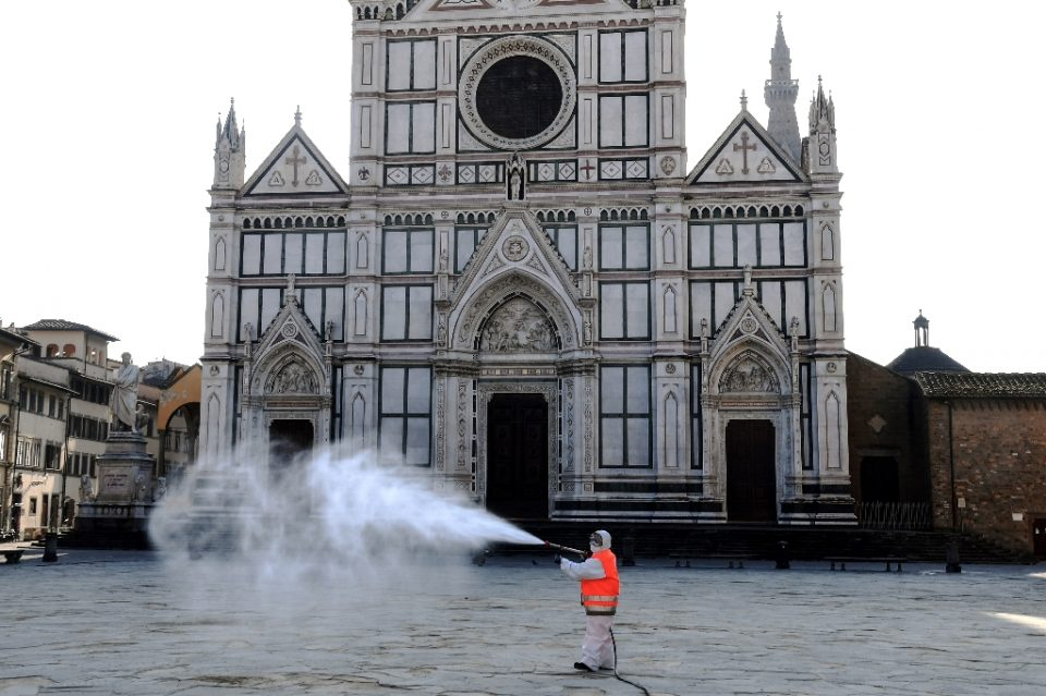 A municipal worker disinfects the Piazza Santa Croce in Florence as part of the measures taken by the Italian government to fight the spread of the COVID-19 - Carlo BRESSAN / ©AFP