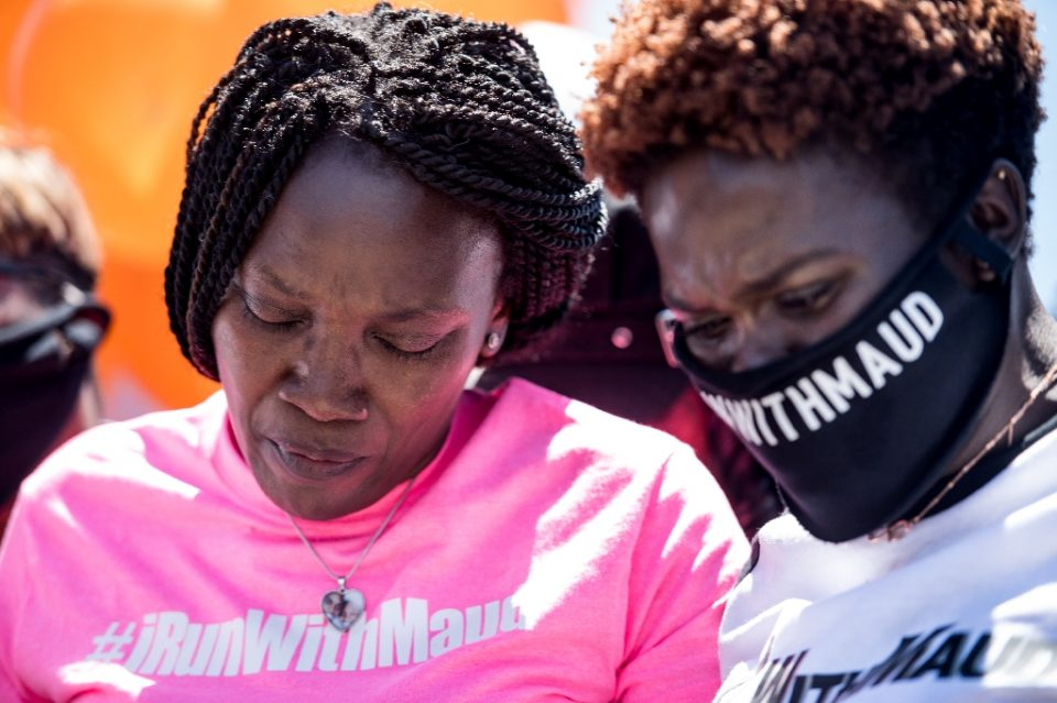 Wanda Cooper-Jones (L), Ahmaud Arbery's mother, and his sister Jasmine Arbery (R) comfort one another at a rally after the first two suspects were arrested in the young man's fatal shooting in the state of Georgia -- a death that has sparked outrage - Sean Rayford / ©AFP