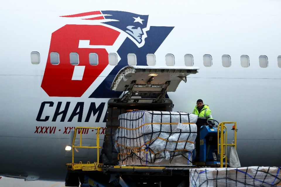 Modified versions of the same type of N95 face mask that the New England Patriots' airplane brought from China to Boston last month might be worn by NFL players next season to combat coronavirus, NFL Players Association medical director Thom Mayer says - Maddie Meyer / ©AFP