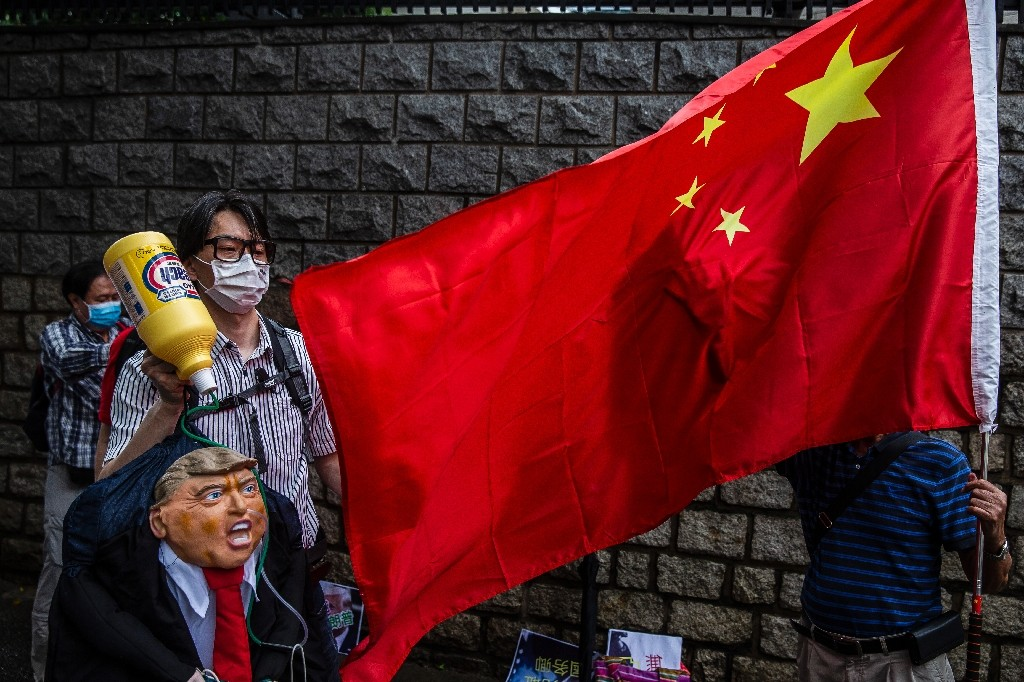 Pro-democracy protesters gather during a rally at a shopping mall in Hong Kong on June 1, 2020. China has accused Washington of double standards in how it has views action by protesters in HK and the US - ISAAC LAWRENCE / ©AFP