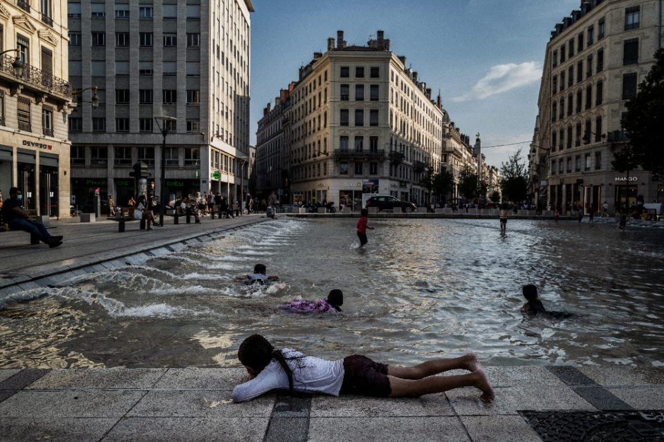 Children cooled off in a fountain in Lyon (AFP Photo/JEFF PACHOUD)