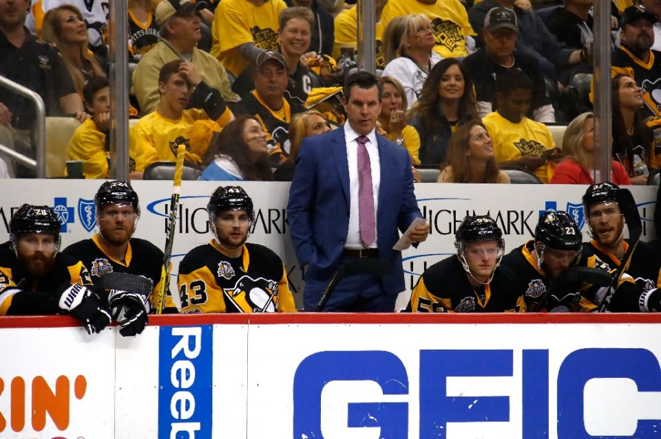 Mike Sullivan will return as coach of the Pittsburgh Penguins next season despite the team's qualifying-round loss to Montreal in this year's NHL post-season bubble competition - Gregory Shamus / ©AFP