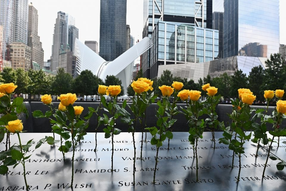 Flowers are placed at the 9/11 Memorial & Museum in New York on September 11, 2020, as the US commemorates the 19th anniversary of the attacks - Angela Weiss / ©AFP