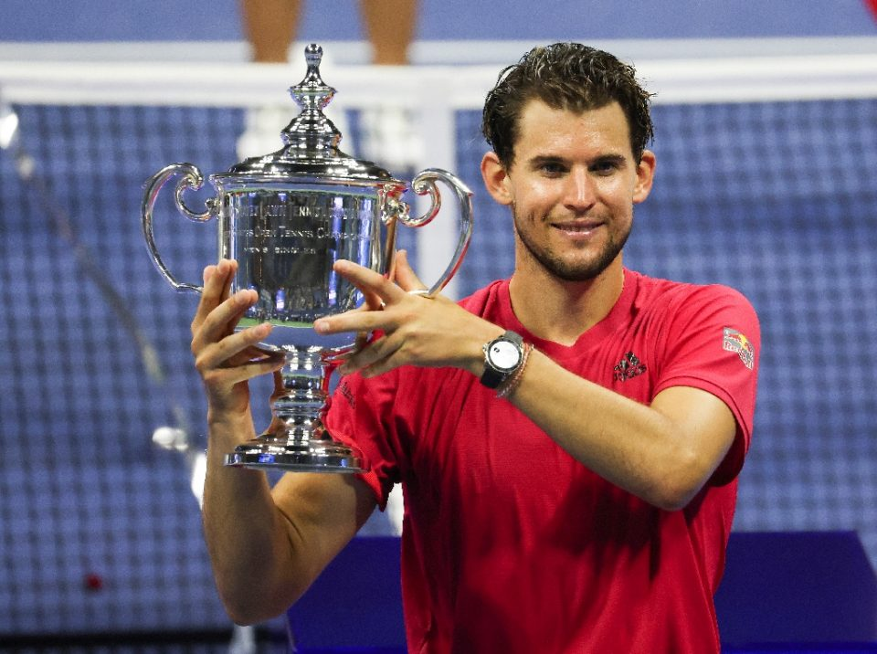 Dominic Thiem of Austria celebrates with the 2020 US Open trophy - AL BELLO / ©AFP