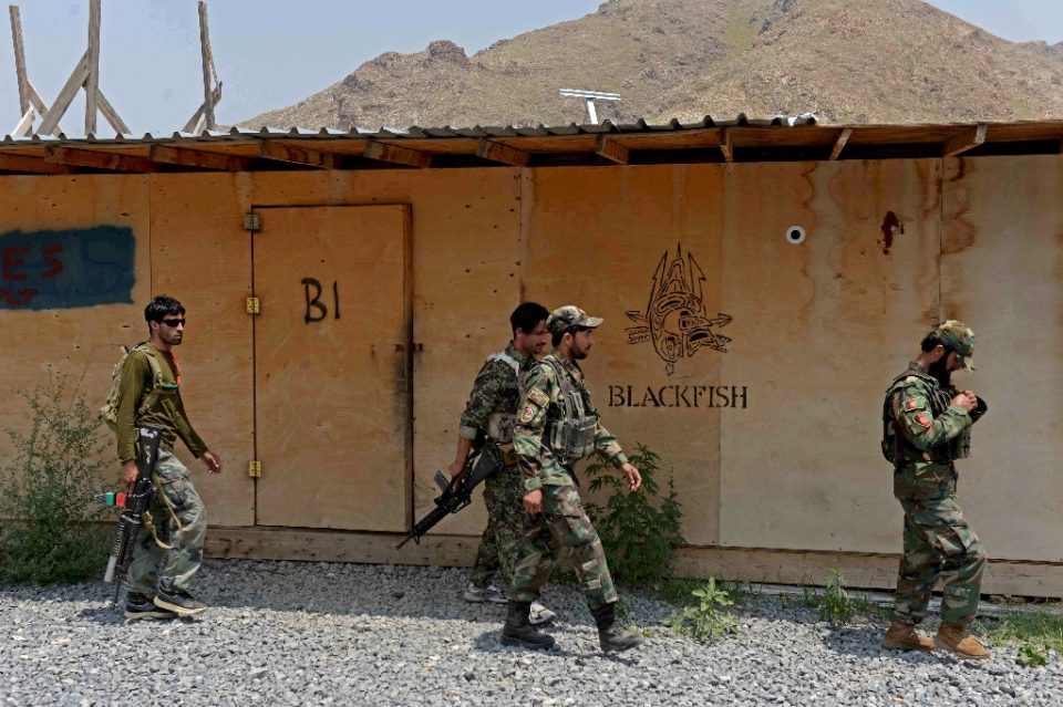 Afghan National Army soldiers walk in a US military base handed over to Afghan forces in Achin district of Nangarhar province - NOORULLAH SHIRZADA / ©AFP