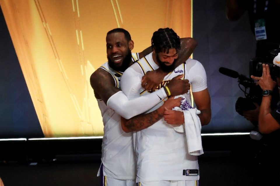Los Angeles Lakers superstar LeBron James and teammate Anthony Davis celebrate their 2020 NBA Finals triumph over the Miami Heat - Mike Ehrmann / ©AFP