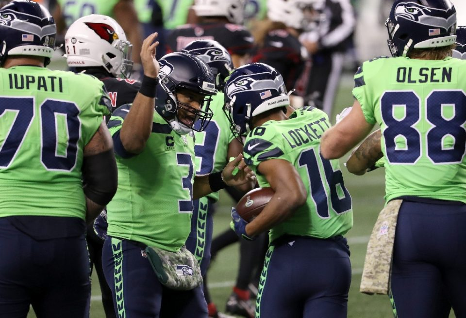 Seattle quarterback Russell Wilson, 3, congratulates teammate Tyler Lockett, 16, after Lockett caught a pass for a touchdown in a battle for first place in the division between the Seahawks and the Arizona Cardinals in Seattle, Washington - Abbie Parr / ©AFP