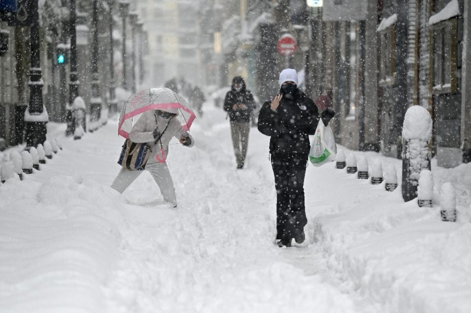Emergency services have had to focus on clearing main routes because of a lack of equipment - Gabriel BOUYS / ©AFP