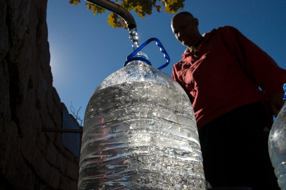 """In 2018 the reservoirs supplying Cape Town, South Africa -- a city of 3.7 million -- were almost empty after a multi-year drought, giving rise to the term """"Zero Day"""" when water runs out - Rodger BOSCH / ©AFP"""