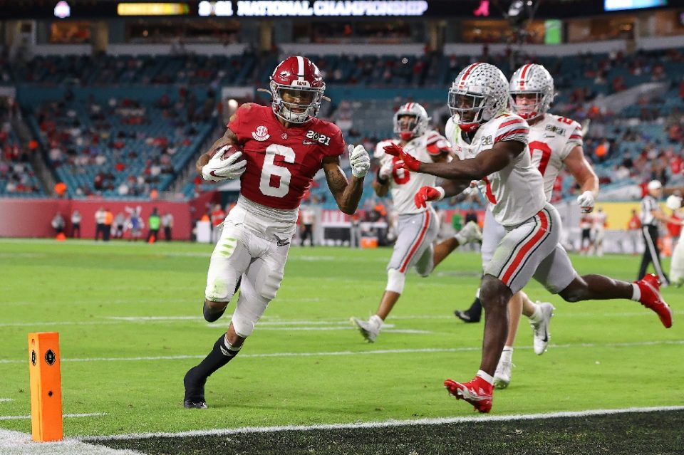 The University of Alabama's Heisman Trophy winner DeVonta Smith scores a touchdown in the Crimson Tide's victory over Ohio State University in the 2020 College Football Playoffs championship game - Kevin C. Cox / ©AFP